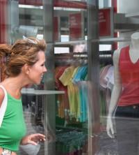 UV-Schutzfolie leicht getönt auf Schaufenster